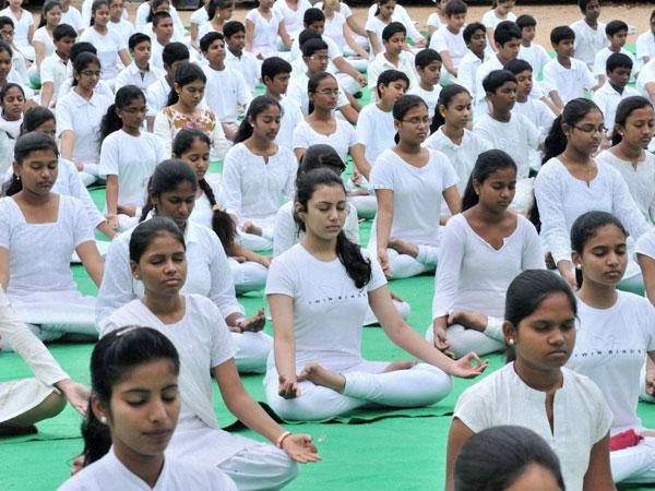 International Yoga Day ನ ವ ತ ಳ ಯಲ ಬ ಕ ದ ಸ ಗತ ಗಳ June 21 International Yoga Day Kannada Careerindia