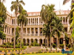 Top Colleges For Studying Science In India